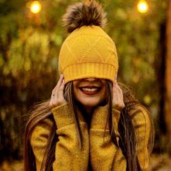 عکس پروفایل دخترانه کلاه زرد