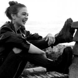 پروفایل دخترانه خوشحال و خنده